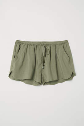 H&M Short Viscose Shorts - Green
