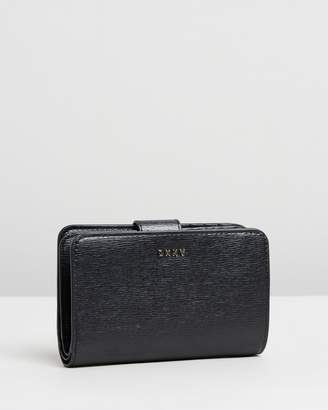 DKNY Bryant Small Carryall Wallet