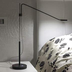 Grazil geformte LED-Schreibtischleuchte ...