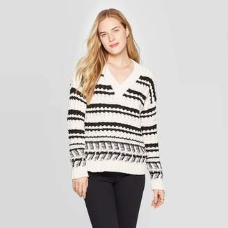 Universal Thread Women's Long Sleeve Ribbed Cuff V-Neck Cable Chenille Pullover Sweater Black/White