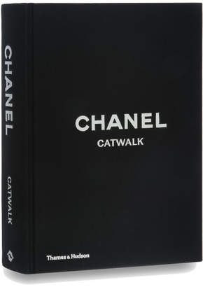 Karl Lagerfeld Thames and Hudson Ltd: Chanel Catwalk - The Complete Collections
