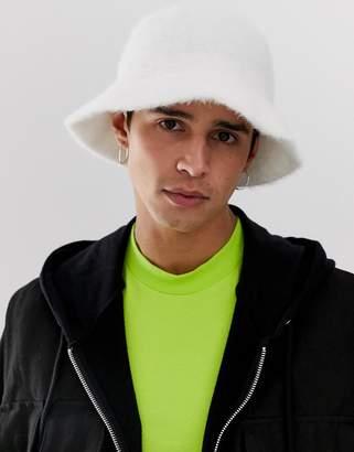 480996bf7a0f1 Asos Design DESIGN faux fur bucket hat in white