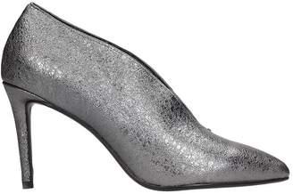 Lola Cruz Silver Leather Decollete