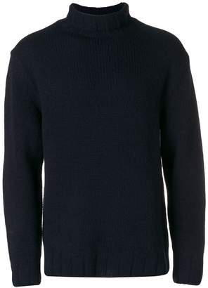 Closed turtleneck knit sweater