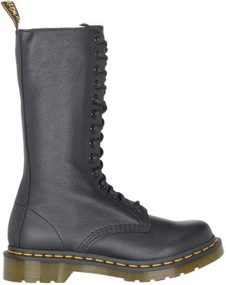 Dr. Martens Virginia Boot