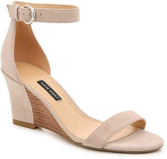 942786b83 Nine West Beige Leather Lined Women's Sandals - ShopStyle