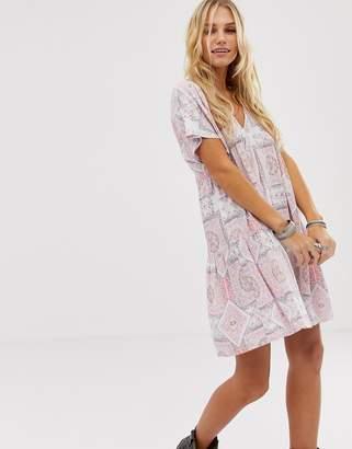En Creme En CrMe swing mini dress with tie back in tile print