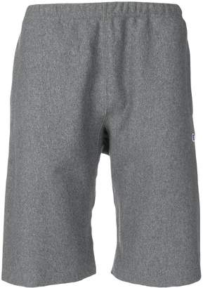 Champion logo knee-length shorts