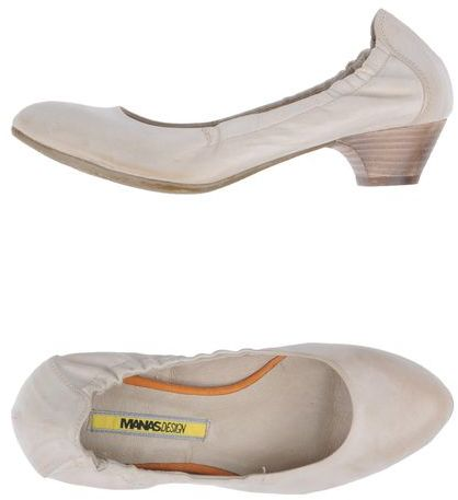 Manas Design Closed-toe slip-ons