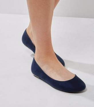 cbc7ddb2bcee New Look Extra Wide Fit Navy Suedette Metal Trim Pumps
