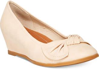 Bare Traps Baretraps Lexia Memory Foam Wedge Pumps Women's Shoes