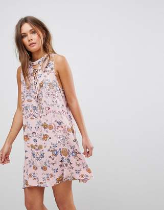 En Creme En Crme Sleeveless Floral Dress With Front Lace Up Strings & Back Keyhole