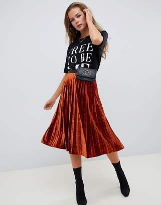 Missguided velvet pleated skirt in rust