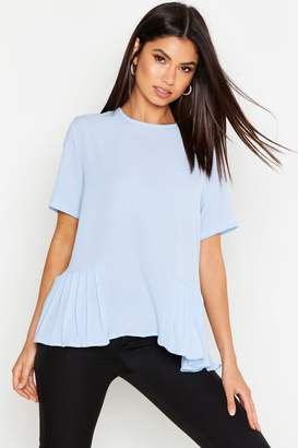 17247e143b0af boohoo Pleated Hem Short Sleeve Blouse