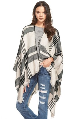 Junior Women's Bp. Plaid Poncho $39 thestylecure.com