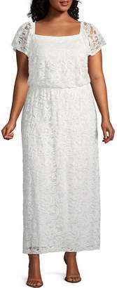 Robbie Bee Short Sleeve Maxi Dress - Plus