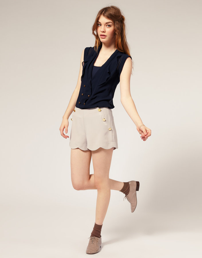 Nishe Scalloped Hem High Waist Button Shorts