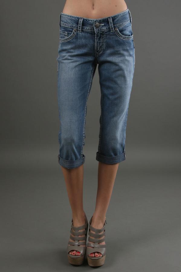 Silver Jeans Co. Suki Surplus Capri in Indigo