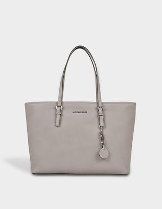 MICHAEL Michael Kors Jet Set Travel Md Tz Multifonction Rhodium Tote Bag in Pearl Grey Saffia Leather