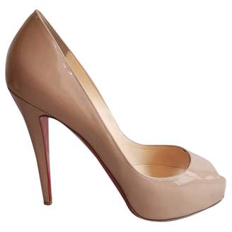 Christian Louboutin Very Privé patent leather heels