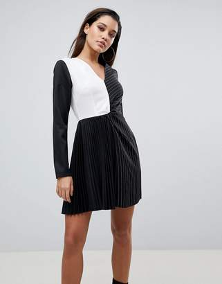 PrettyLittleThing Color Block Pleated Dress