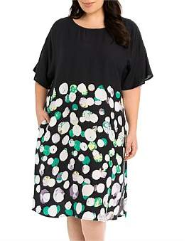 Oasis Yarra Trail Woman Spot Print Dress