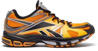 Vetements X Reebok Spike Runner 200 Mesh Trainers - Mens - Orange