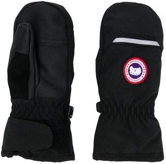 Canada Goose Kids logo patch gloves