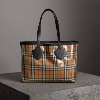 Burberry The Medium Giant Tote in Plastic and Vintage Check