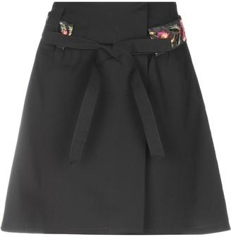 Macrí Knee length skirts