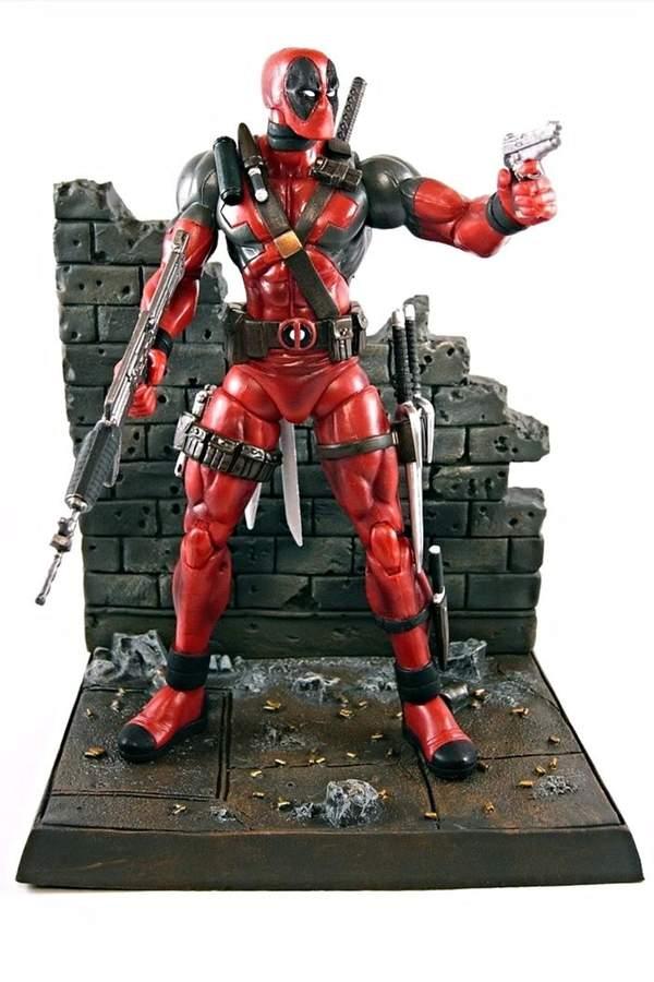 Diamond Select Deadpool Action Figure