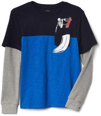 Gap 2-in-1 graphic pocket colorblock tee