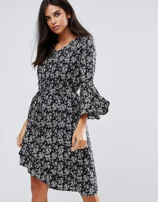 Yumi Flare Sleeve Dress In Floral Print