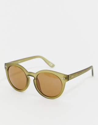 Reclaimed Vintage Inspire round sunglasses in green exclusive to ASOS