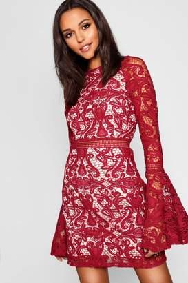 60c51ba9855c boohoo Premium Lace Flared Sleeve Bodycon Dress