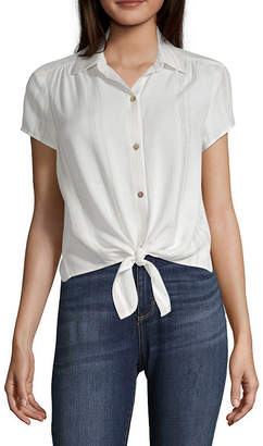 INSPIRED HEARTS Inspired Hearts Womens Short Sleeve Fitted Button-Front Shirt-Juniors