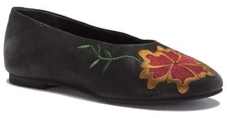 Seychelles Campfire Embroidered Flat