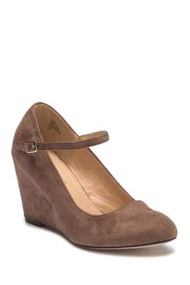 Chloé Chase & Emmy Mary Jane Wedge Pump