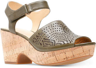 Clarks Women's Maritsa Nila Platform Sandals