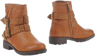 REFRESH Ankle boots $135 thestylecure.com