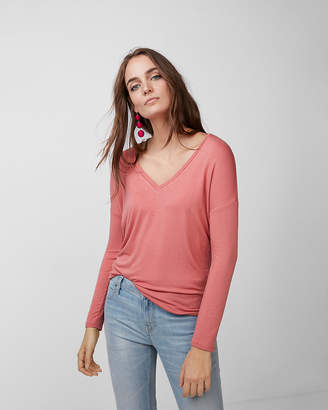 Express One Eleven V-Neck Long Sleeve London Tee