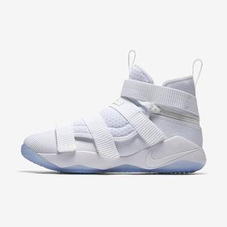 Nike LeBron Soldier XI FlyEase (Extra-Wide) Basketball Shoe