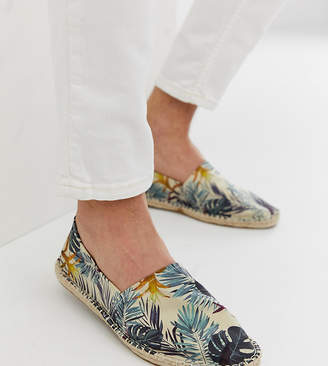 7f3e6e1f52c4 Asos Design DESIGN Wide Fit espadrilles in green hawaiian print