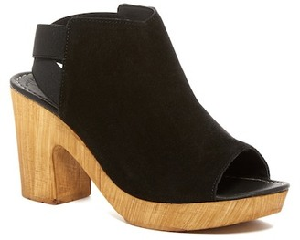 Kenneth Cole Reaction Log Line Clog $89 thestylecure.com