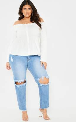 PrettyLittleThing Plus Mid Wash Extreme Knee Rip Straight Legu00a0Cropped Jean