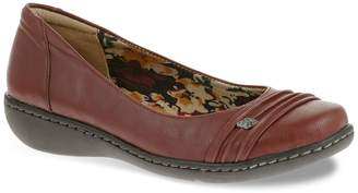 Hush Puppies Soft Style By Soft Style by Jordyn Women's Pleated Wedge Flats