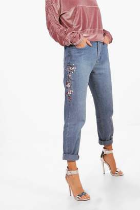 boohoo Blossom Embroidery Boyfriend Jeans