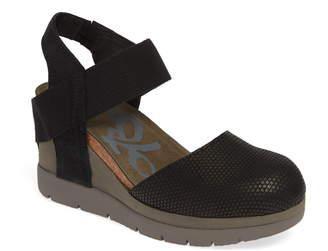 OTBT Carry On Wedge Sandal