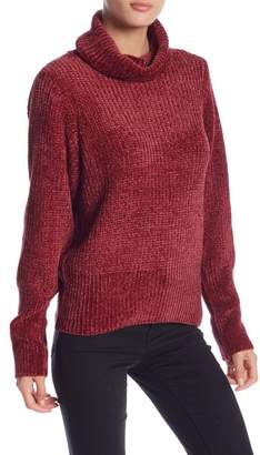 Romeo & Juliet Couture Oversized Ribbed Knit Turtleneck Sweater