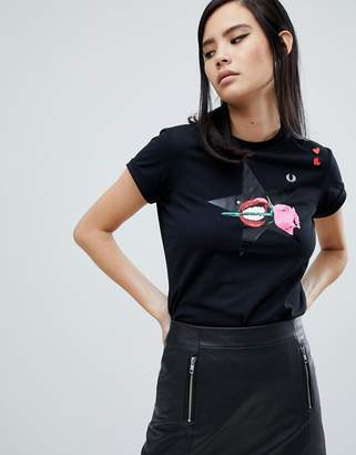 Fred Perry x Amy Winehouse Foundation Rose Lips Black T-shirt